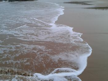 Waves breaking in the Beach