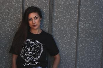 Woman Wearing Tiger Head-printed Crew-neck Shirt