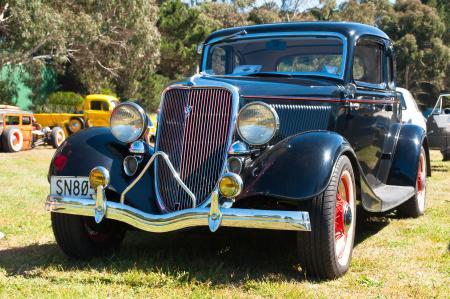 1934 FORD V8 40