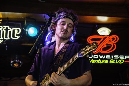 Blues Guitarist Crazy Tomes