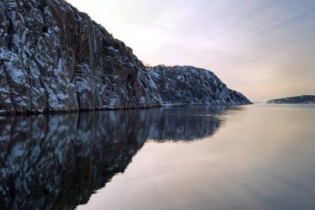 Brofjorden and snowy cliffs at Loddebo 1
