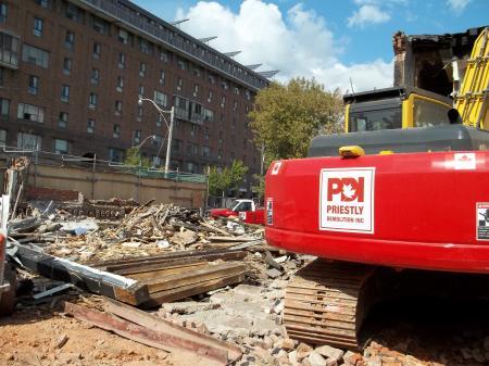 Demolishing Siesta Nouveaux, 2012 09 29 -ap.JPG