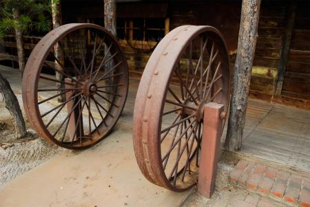 Iron Wagon Wheel Dutch Frontier