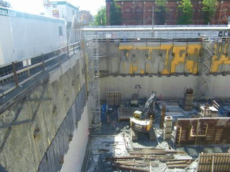 Looking west at the excavation of the new Globe and Mail building, 2014 09 14 (15)