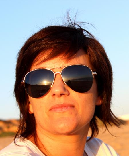 Portrait of a woman with sunglasses