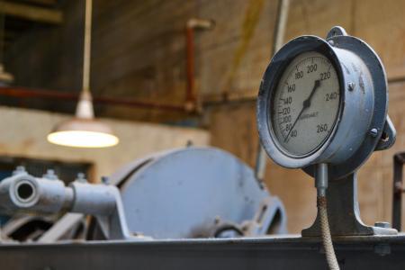 Retro mechanism for pressure measurement