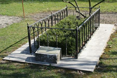 Traditional grave