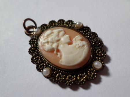 Vintage style cameo pendant