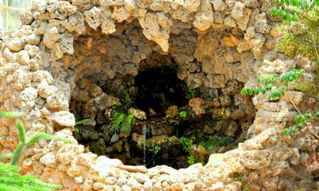 Water Flow in the Stones