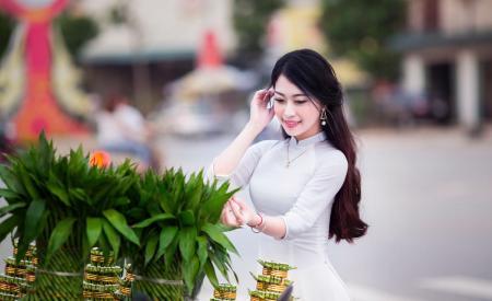 Woman Wearing White Long-sleeved Dress Photo
