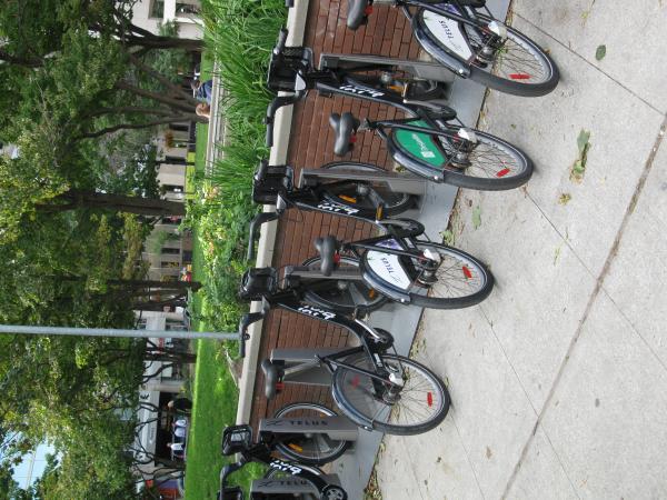 Bixi bike kiosk, Berczy Park -d.JPG