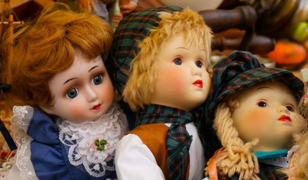 Dolls in the Shop